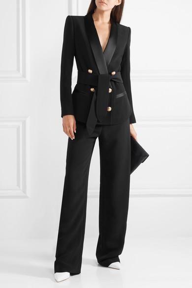 traje ejecutivo negro mujer