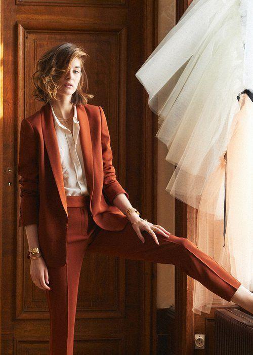 traje juvenil y moderno mujer