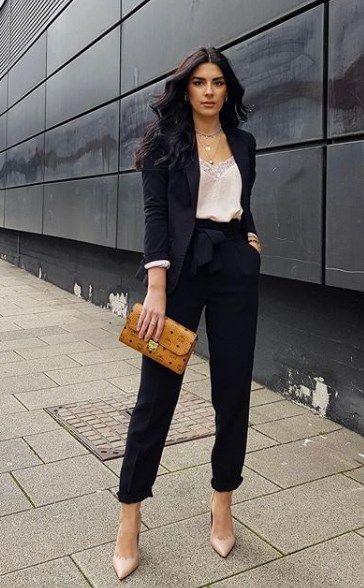 traje negro con blusa lencera formal