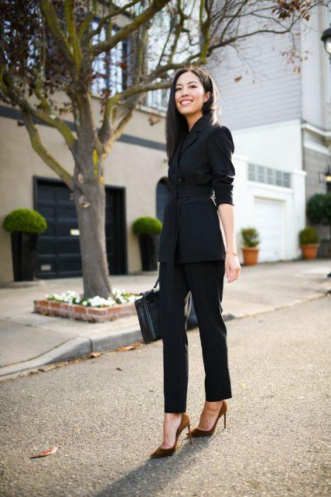 traje negro formal mujer
