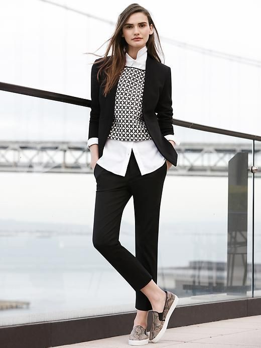 traje negro y chaleco