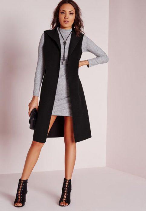 vestido corto mangas largas con chaleco largo