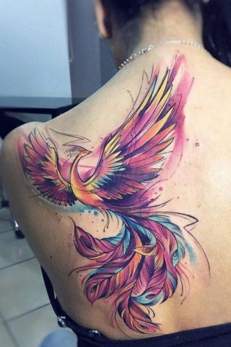 Tatuaje ave fenix acuarelas de colores