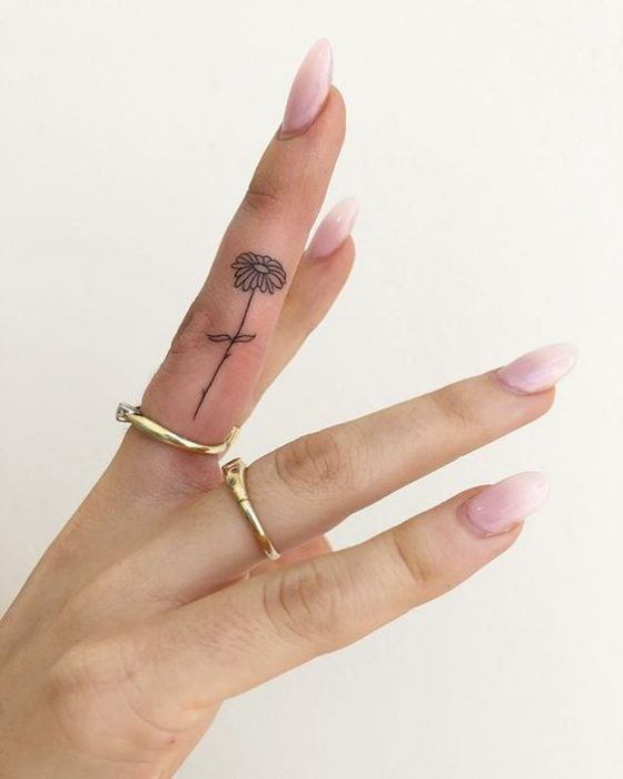Tatuaje del dedo para mujer Margarita