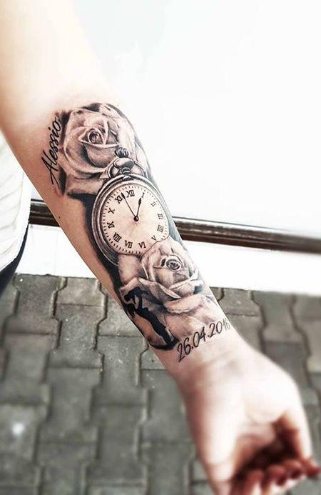 Tatuaje en parte interior antebrazo relok