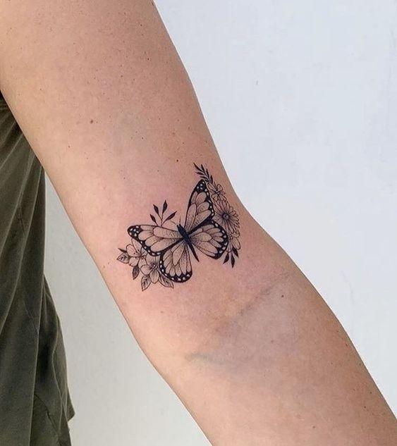 Tatuajes simples para el brazo Mujer Mariposa