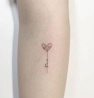 Tatuajes simples para el brazo Mujer corazon con nombre
