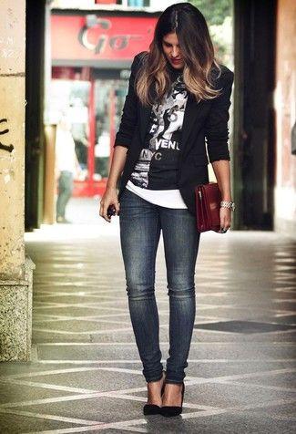 blazer negro remera y jeans