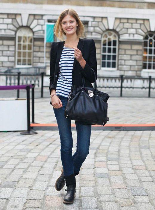 blazer negro y blusa de algodon a rayas