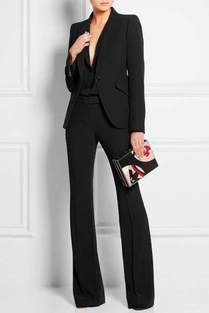 blusa negra y blazer negro