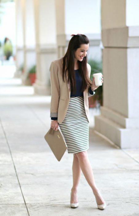 falda tubo y blazer semiformal