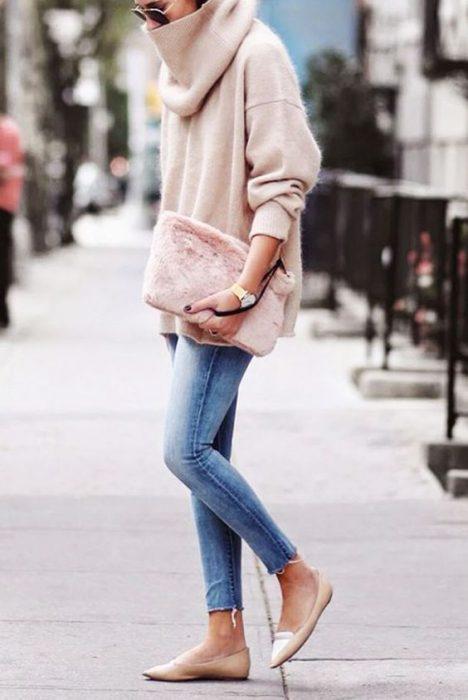 jeans claro con polera tejida