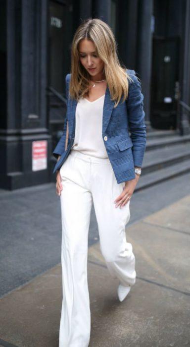 pantalon de vestir blanco y blazer color