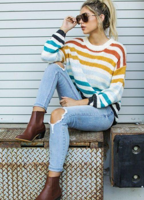 sweater de lana y jeans claro invierno