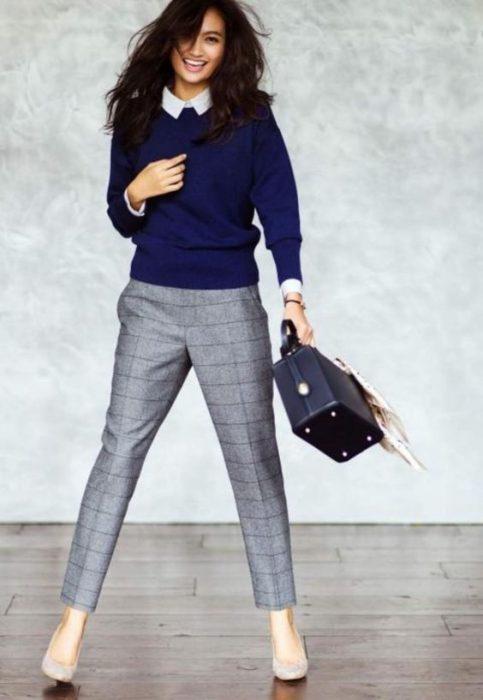 sweter y pantalon a cuadros