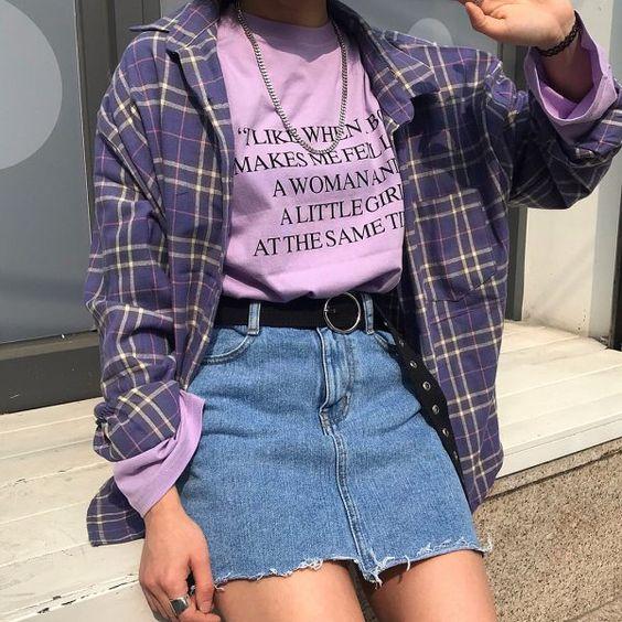 look minifalda denim y camisa a cuadros mujer moda de los 90 1