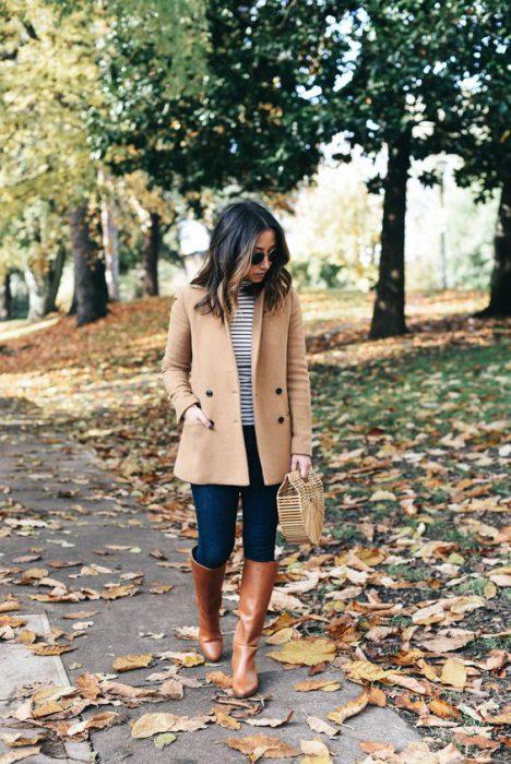 look urbano saco y botas de cana alta