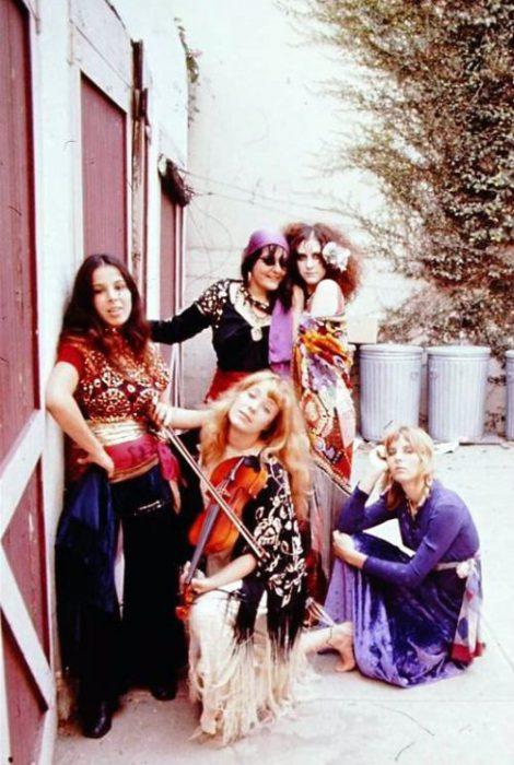 looks hippie de los 60