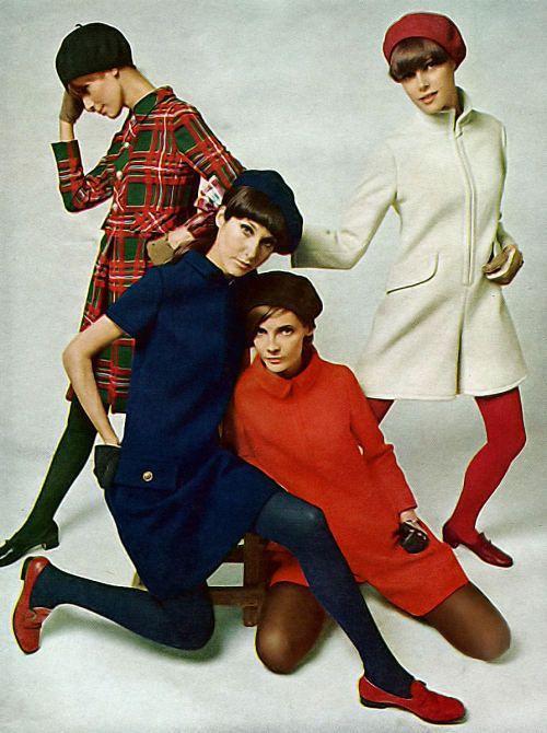 medias colores con abrigos anos 60