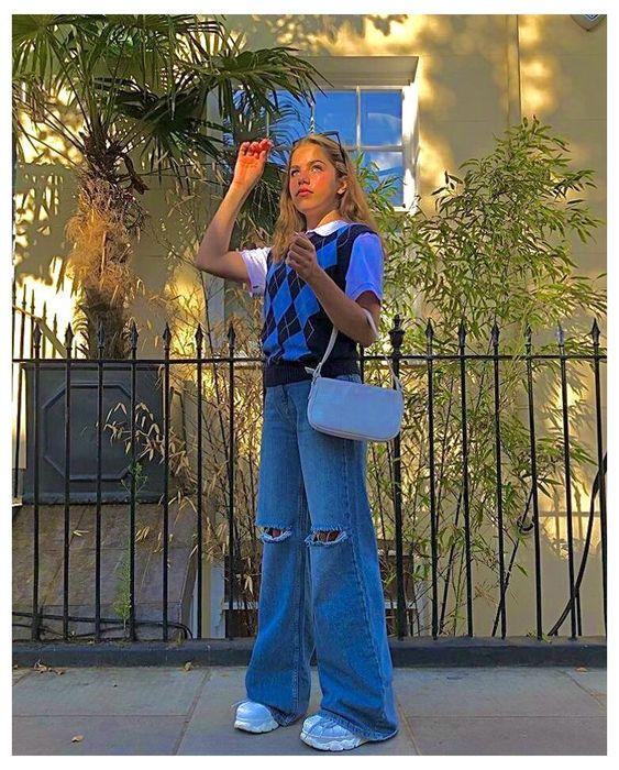 pantalones de piernas anchas y chaleco mujer moda de los 90
