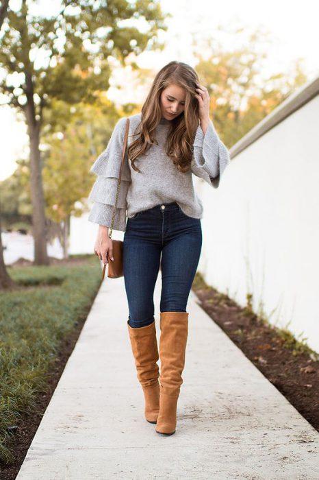 sweater juvenil y botas de cana alta