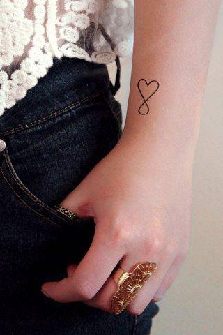tatuaje corazon muneca