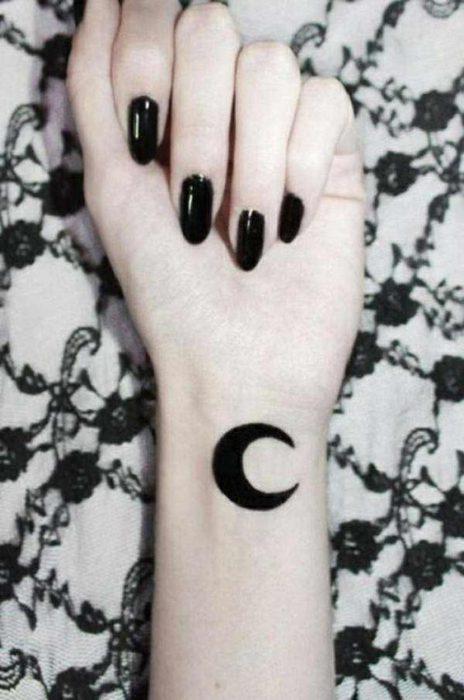 tatuaje luna negra