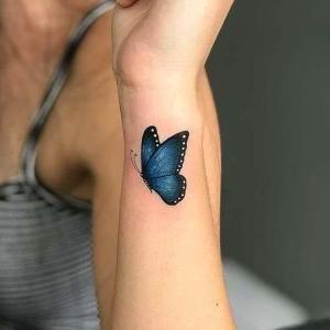tatuaje mariposa muneca