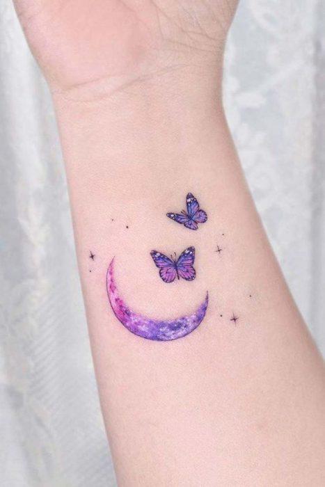 tatuaje mariposas muneca