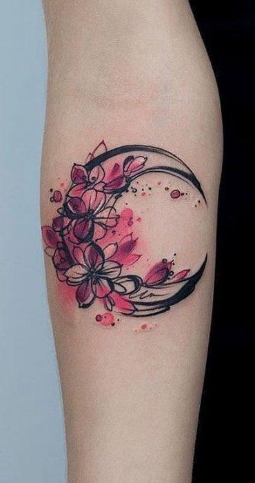 tatuaje media luna flores