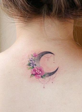 tatuaje medialuna rosas