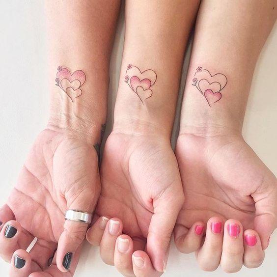 tatuje corazones familia