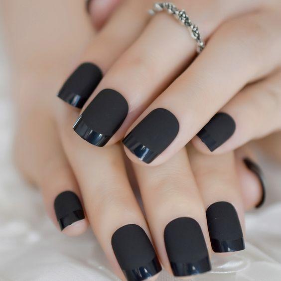 Unas color negras elegantes moda verano 2022