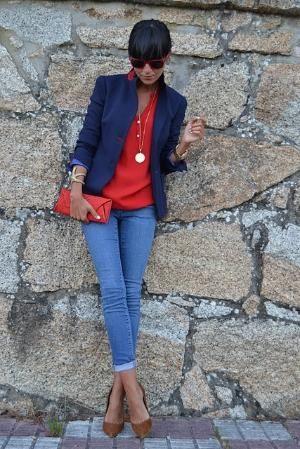 blazer azul y blusa roja
