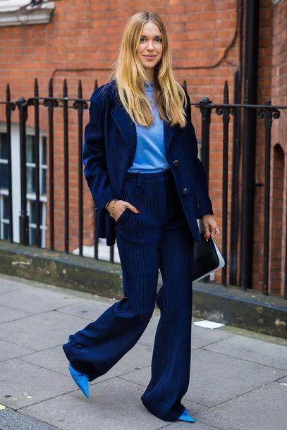 blazer azul y blusa turquesa