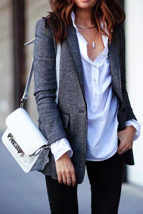 blazer gris oscuro look