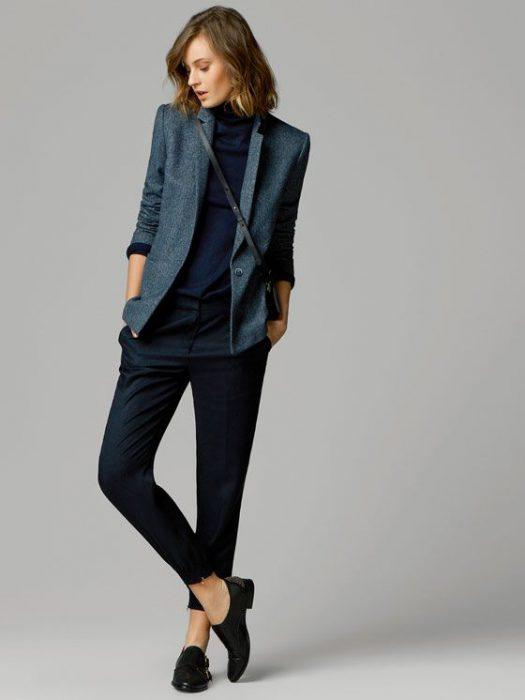 blazer gris oscuro outfit