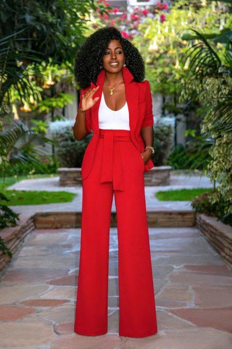 blazer rojo y pantalon rojo