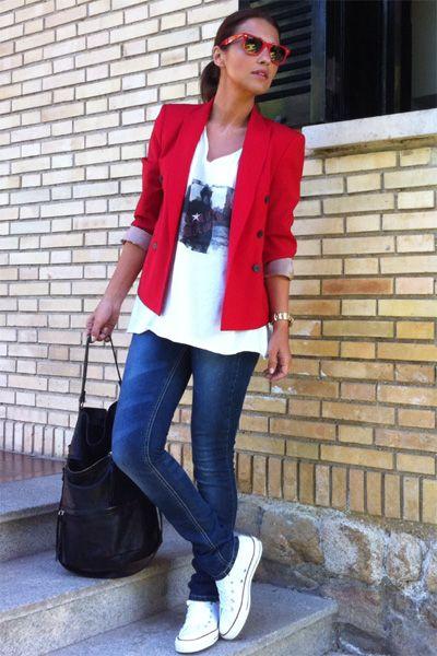 blazer rojo y remera