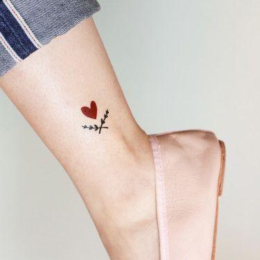 corazon rojo tatoo tobillo