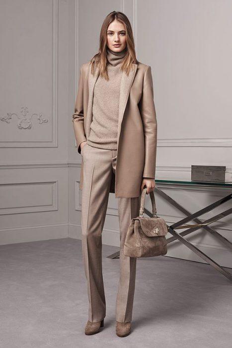 look formal con blazer beige oversize