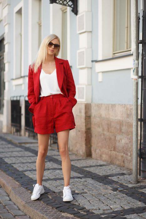 look informla con traje short mujer
