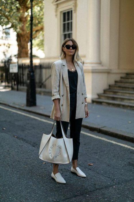 look urbano con blazer overzise