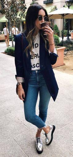 remera basica y blazera azul