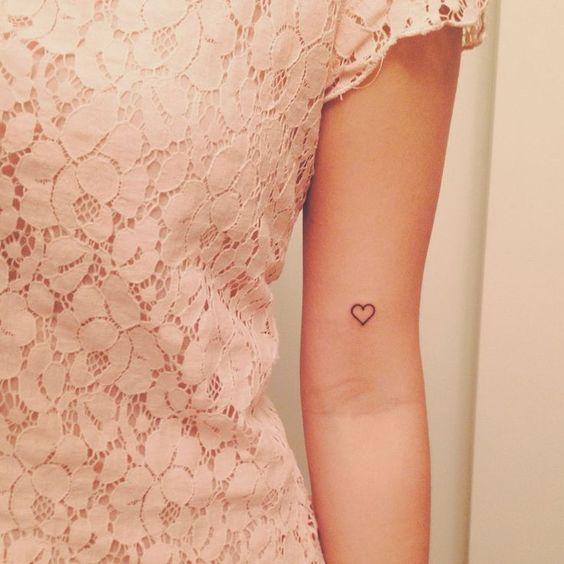 tatoo brazo corazon