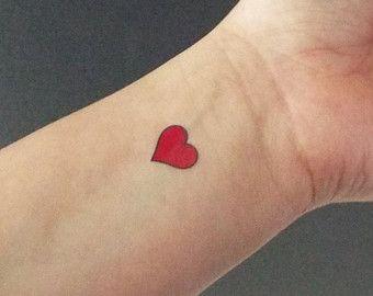 tatoo corazon pintado de rojo