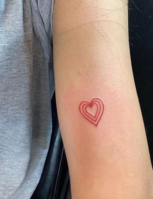 tatoo corazon rojo