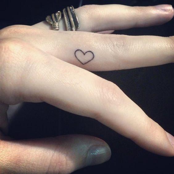 tatoo para dedos corazon