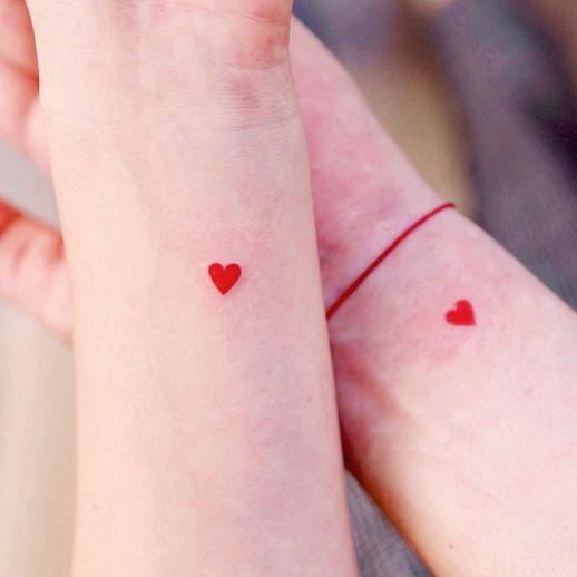 tatoo pequeno rojo