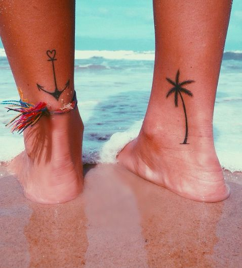tatuaje ancla tobillo